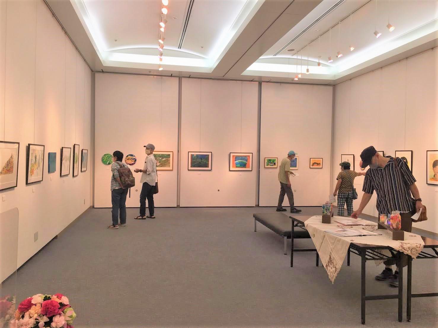 絵画展の風景